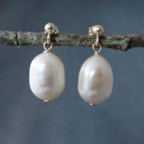 Pearl Earrings €45