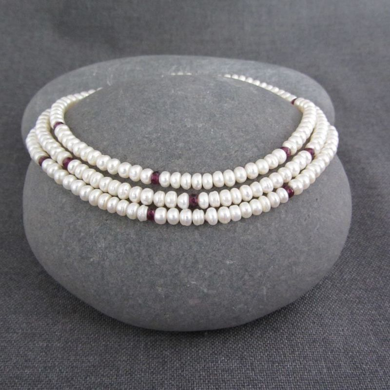Pearl & Garnet Necklace €120