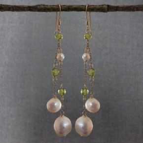 Pearl & Peridot Earrings €76