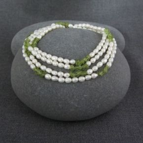 Pearl & Peridot Necklace €87