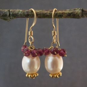 Pearl and Garnet Earrings €64