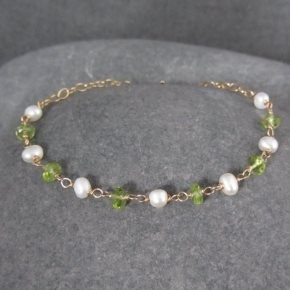 Pearl & Peridot Bracelet €64