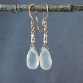 Chalcedony & Pearl Earrings €50