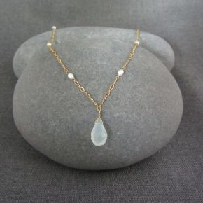 Chalcedony & Pearl Necklace €94