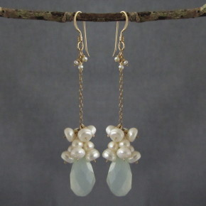 Chalcedony & Pearl Earrings €83